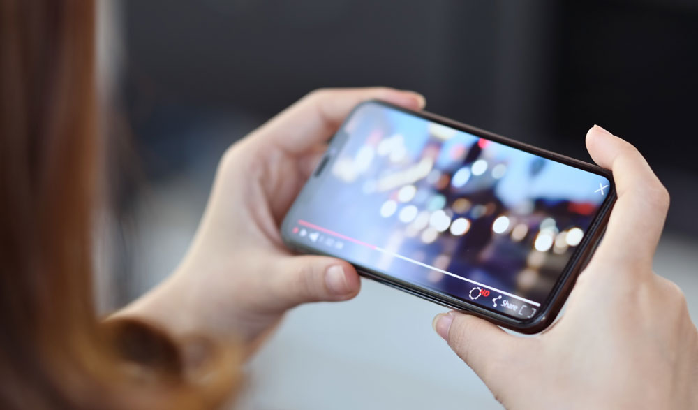 Streaming video ondemand on cell phone